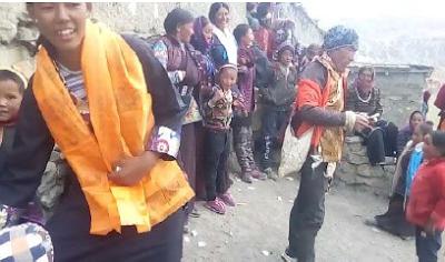 Tsering Lhadon en el largo viaje de vuelta a su aldea.