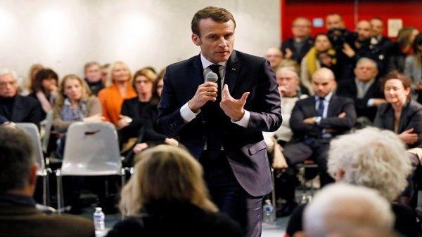 Mayoría de franceses creen que Macron no cambió su política