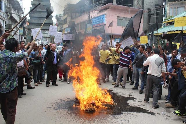 Sikkim CM Pawan Chamling's Effigy burnt in Kalimpong