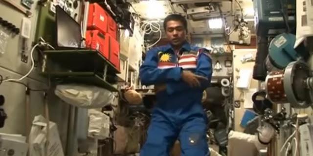 Bagaimanakah Cara Sholat Astronot Ini, Jika Satu Hari Dunia Hanya 90 Menit Di Angkasa?