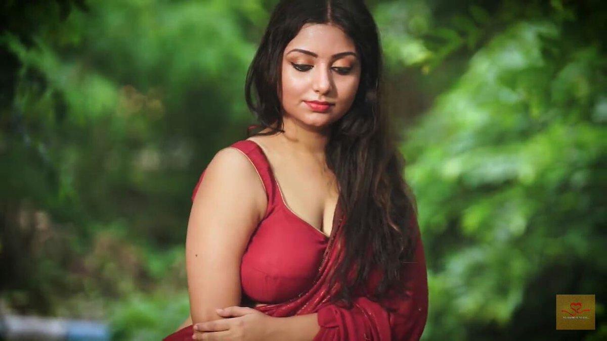 Hottest Internet Sensation Rupsa Saha Stunning Saree -3940