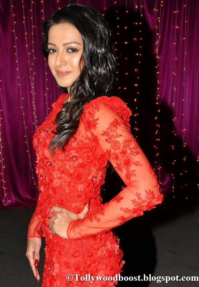 Catherine Tresa At Zee Telugu Apsara Awards 2017 In Red Dress