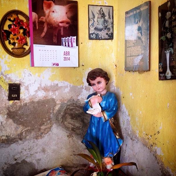 Imagen del Niño Jesus de la Paz decora la panaderia artesanal La Virgen Morena en Santa Elena, Yucatán, México