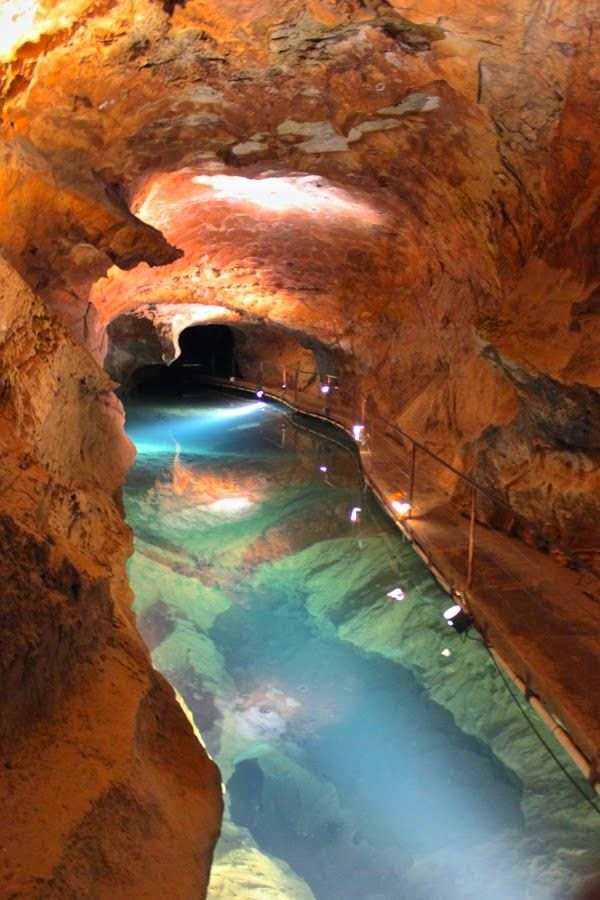 Underground Jenolan Caves in Blue Mountains, New South Wales