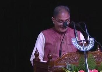 जम्मू-कश्मीरः कवींद्र गुप्ता बने डिप्टी सीएम, सात मंत्रियों ने ली शपथ