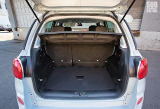 2014 Fiat 500L cargo area