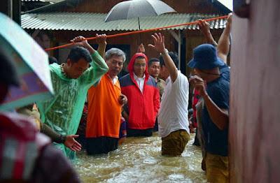 Jakarta Banjir, Anies-Sandi Langsung Siapkan 3 Posko Pengumpulan Bantuan