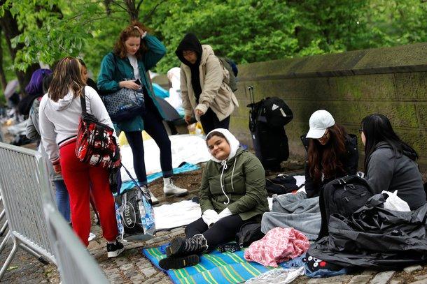 Amerikalı hayranlar yağmurda BTS'i bekledi