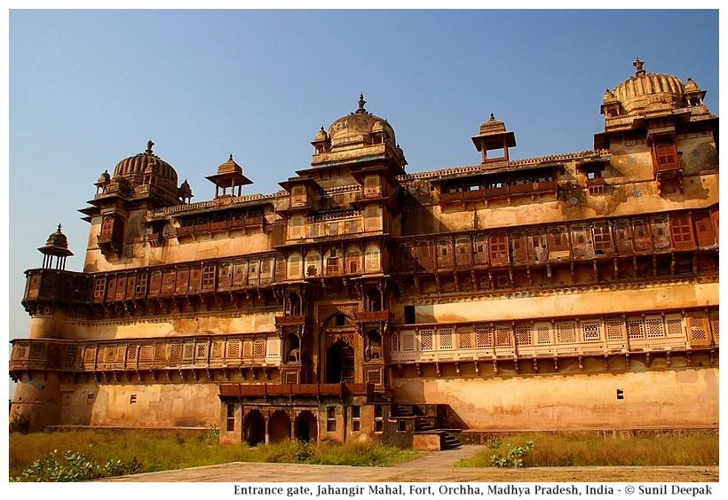 Jahangir Mahal, Orchha fort, Madhya Pradesh, India - Images by Sunil Deepak