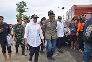 Gubernur Jawa Timur Tinjau Korban Banjir Madiun