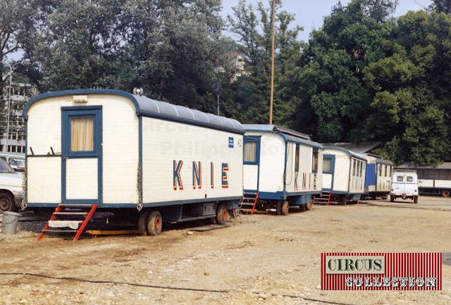 Roulottes bureaux du Cirque National Suisse Knie  1970