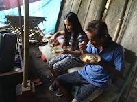 Miris, di Brebes Sekeluarga Makan Nasi Aking