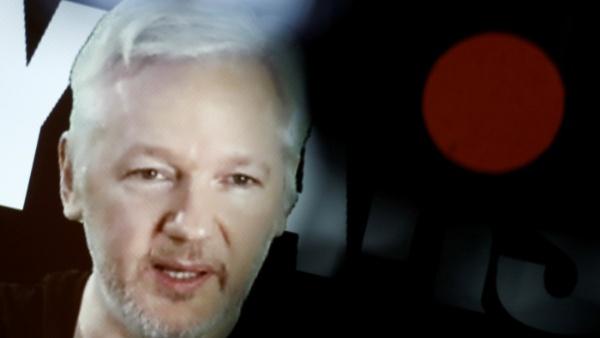Ecuador explica restricción parcial de Internet a Assange