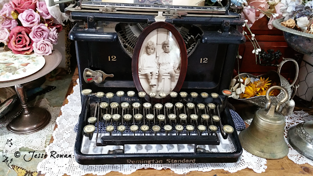 Vintage typewriter by Jesse Rowan