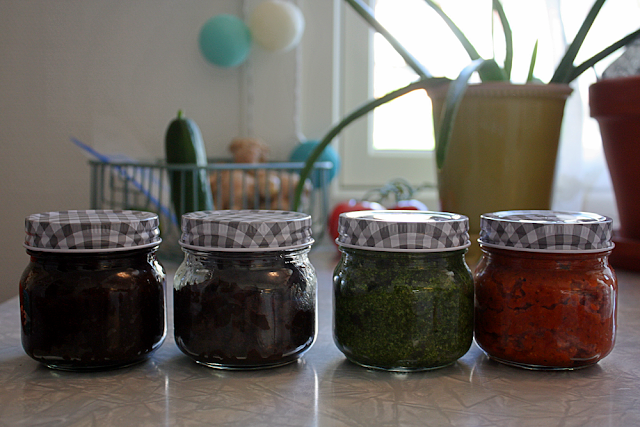 Homemade sandwich spreads - nutella spread, kale pesto and sun dried tomato pesto