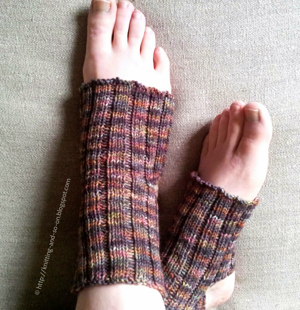 Yoga socks, free knitting pattern
