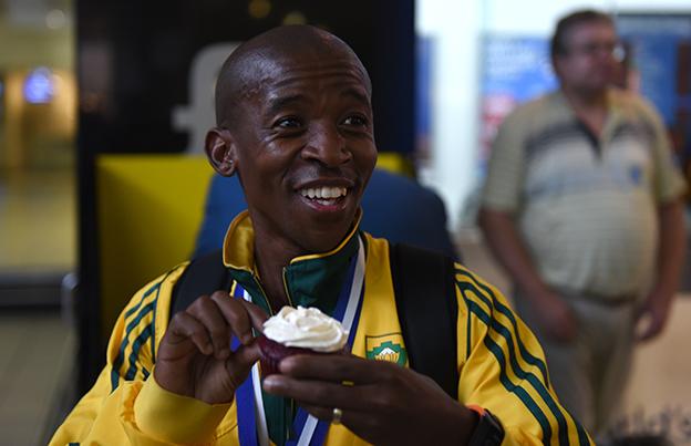 Neil mccartney iru 100 km world champions 2015 comrades marathon winner gift kelehe negle Images