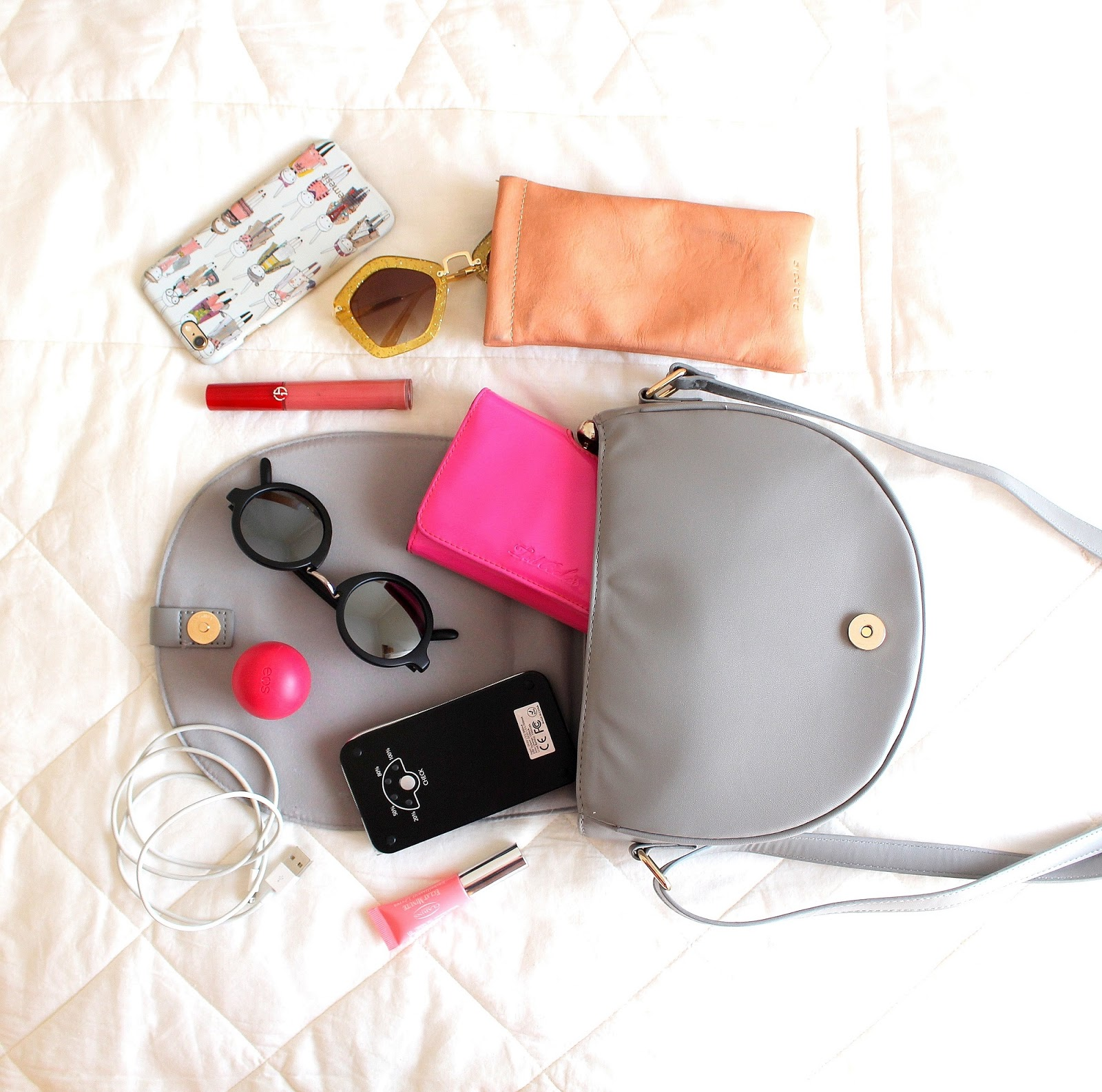 peexo fashion blogger what's in my bag
