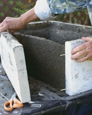 Como hacer una maceta de cemento cubo utilizando cajas - Como hacer cemento ...