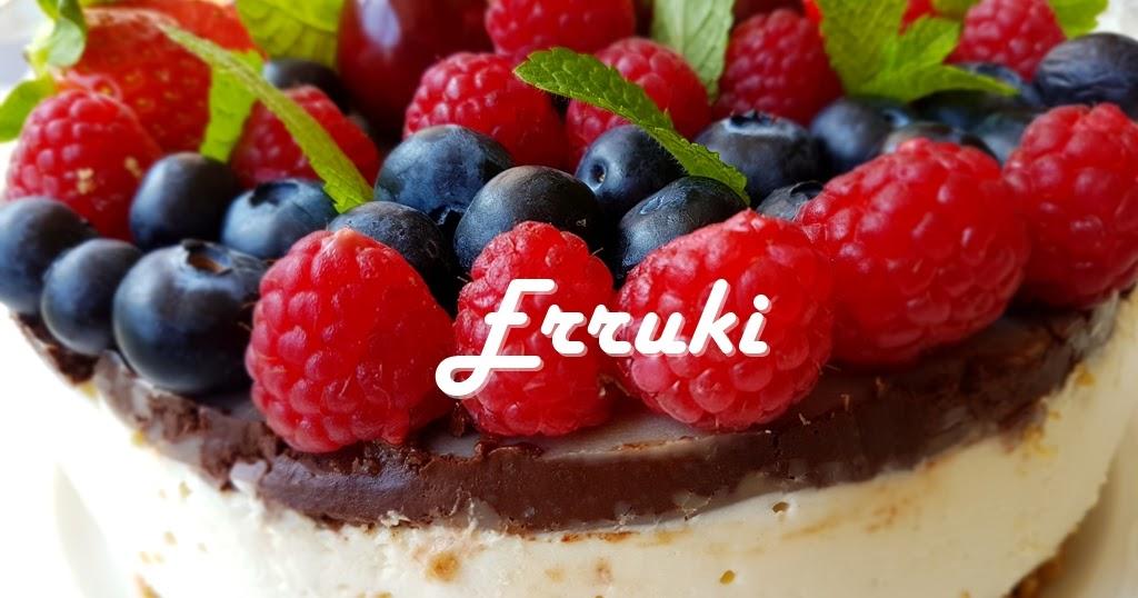 Cheesecake sin cocción con frutas y chocolate