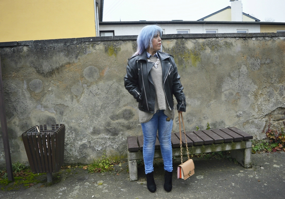 Black Leather Biker Jacket Oversized - Streetstyle im Winter