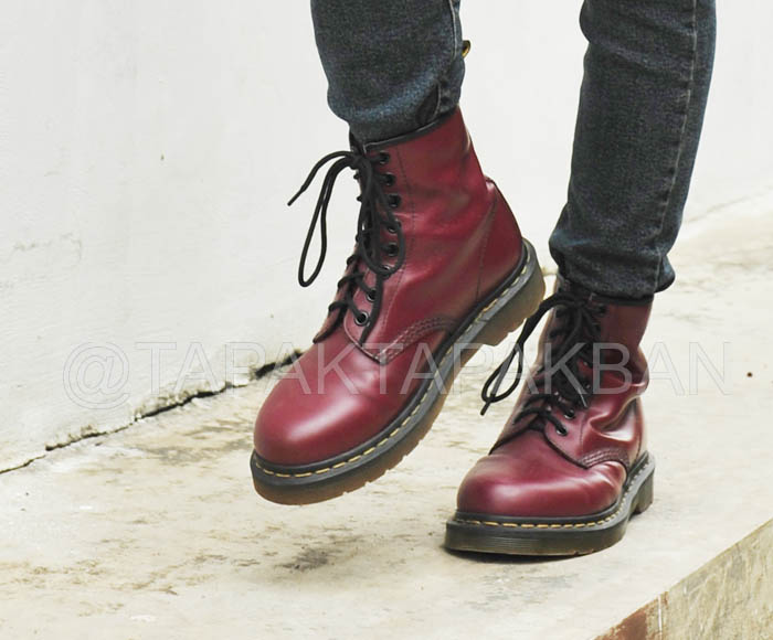 Doctor Martens 1460 Cherry Red Smooth saya pakai dengan skinny jeans.  Standing out e7b4ab531e