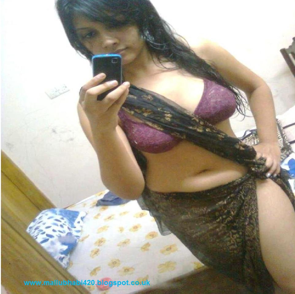 Hot Desi Girls & Mallu's: Desi Mallu Bhabhi Hot In Purple