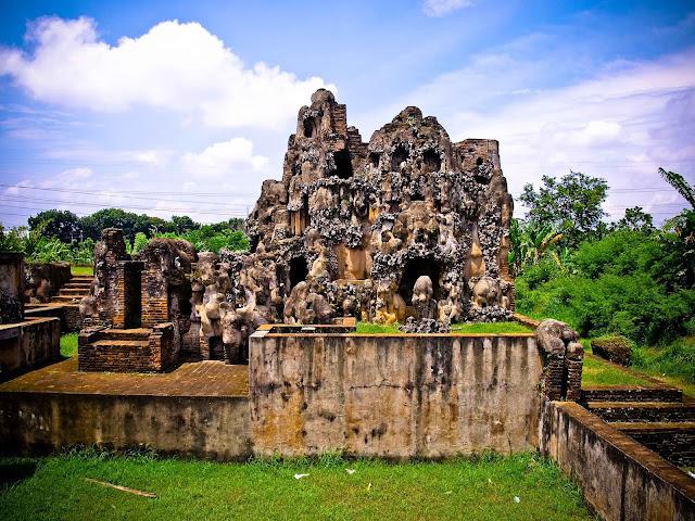 Tempat Wisata Taman Sari Gua Sunyaragi di Cirebon