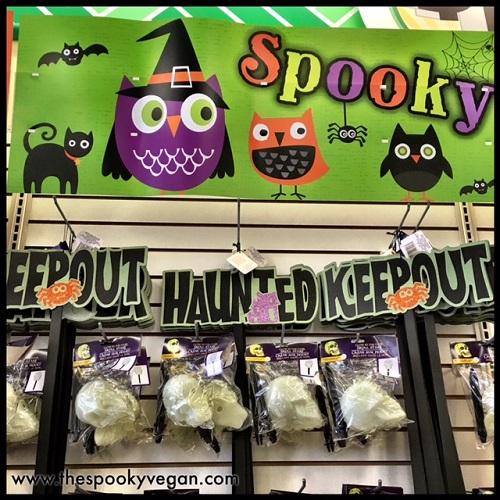 "ghosts Halloween Print Scrub Top /""V/"" Neck Pumpkins Spooky buildings scarceows"