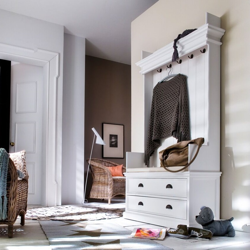 Hall Storage Unit: My Musings: Rustic White Painted Hall Storage Unit And Bench