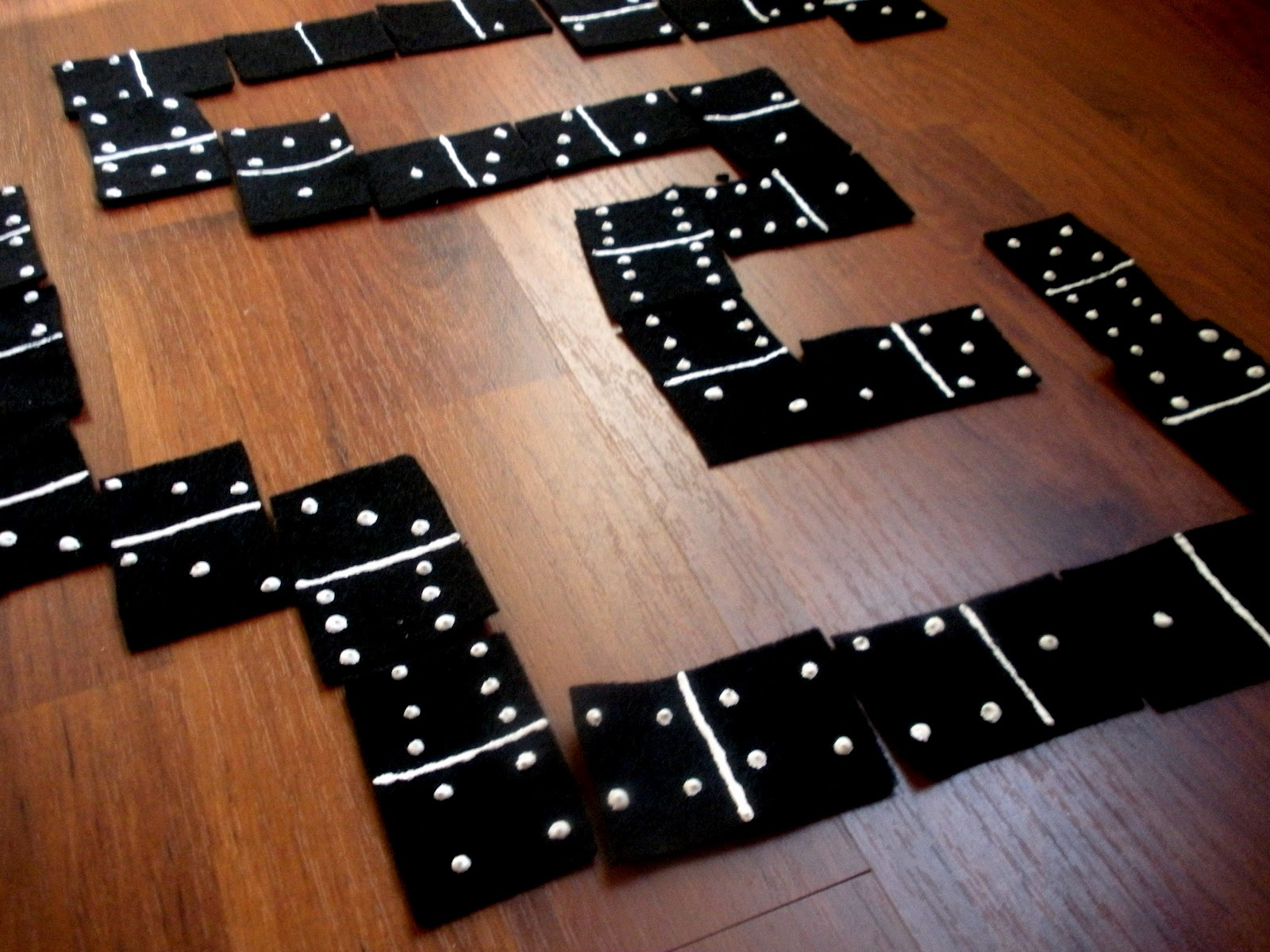Play Dominoes