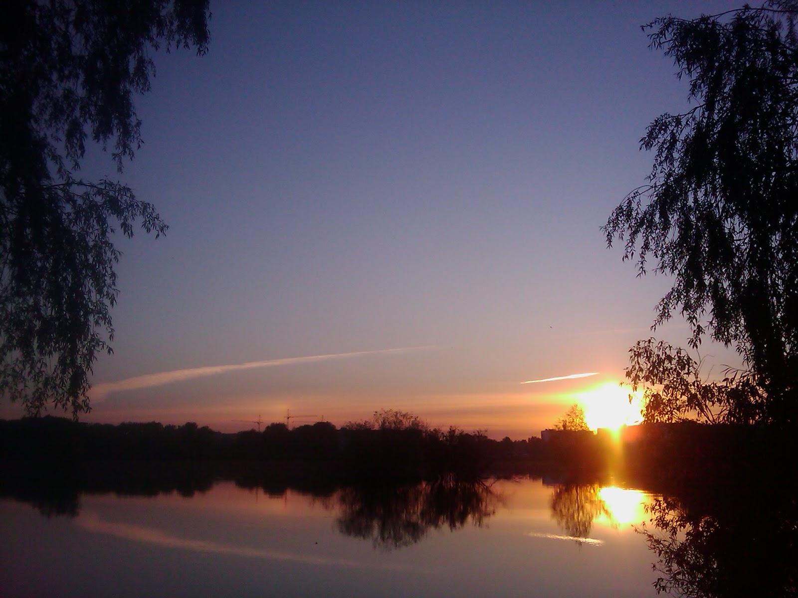Закат солнца над рекой