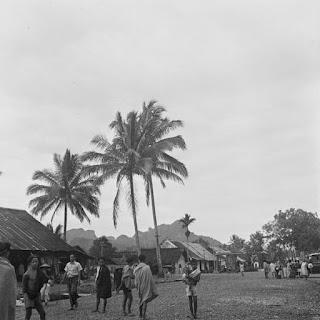 Jalan utama di Kota Rantepao, October 1948. Author: C.J. (Cees) Taillie (Fotograaf/photographer).