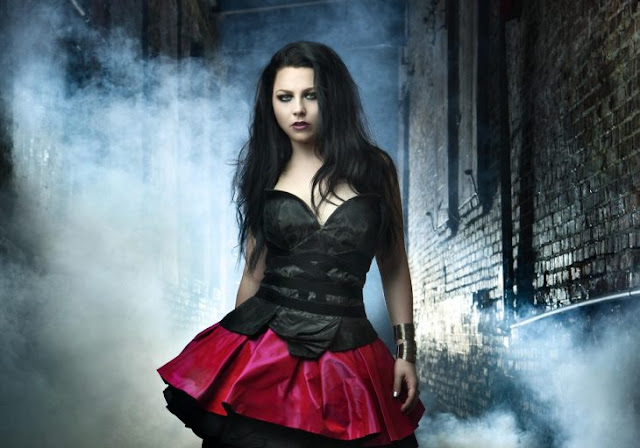 ¿Recuerdas a Evanescence? Esto hace ahora su vocalista