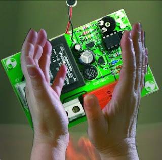 """Un interrupteur M/A à claquement de mains ou """"clap-inte"""""""