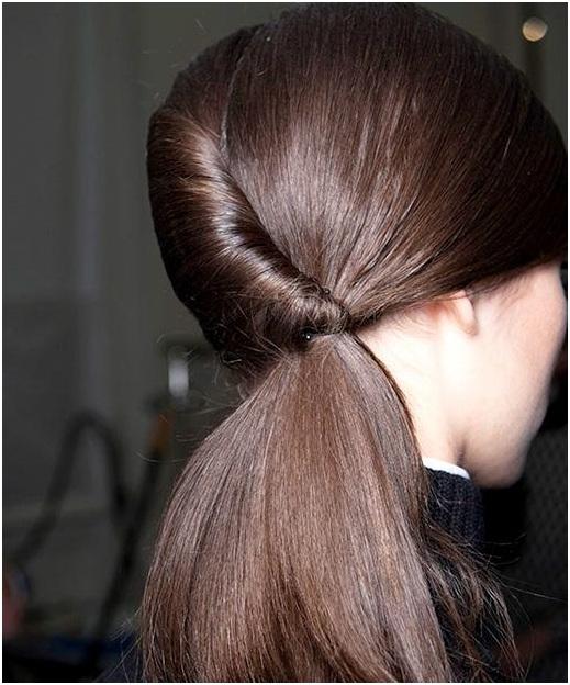 kiểu buộc tóc đơn giản mà đẹp nhất cho bạn gái
