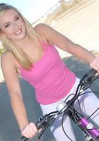 Kin8tengoku 1549 金8天国 1549 金髪天国 親切なふりして自転車をパンクさせカワイコちゃんをGET THE NANPA 金8巨根隊ナンパシリーズ / カイリー リース