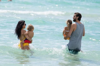 Kourtney Kardashian and Scott Disick take their kids out to beach