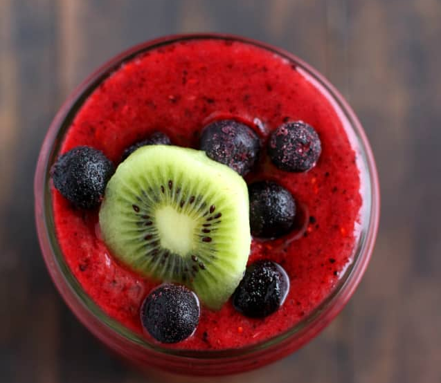 Immunity Boosting Triple Berry Kiwi Smoothie #drink #smoothie