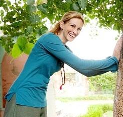 Julia Roberts dan Kalung Kesehatan Biji Jenitri