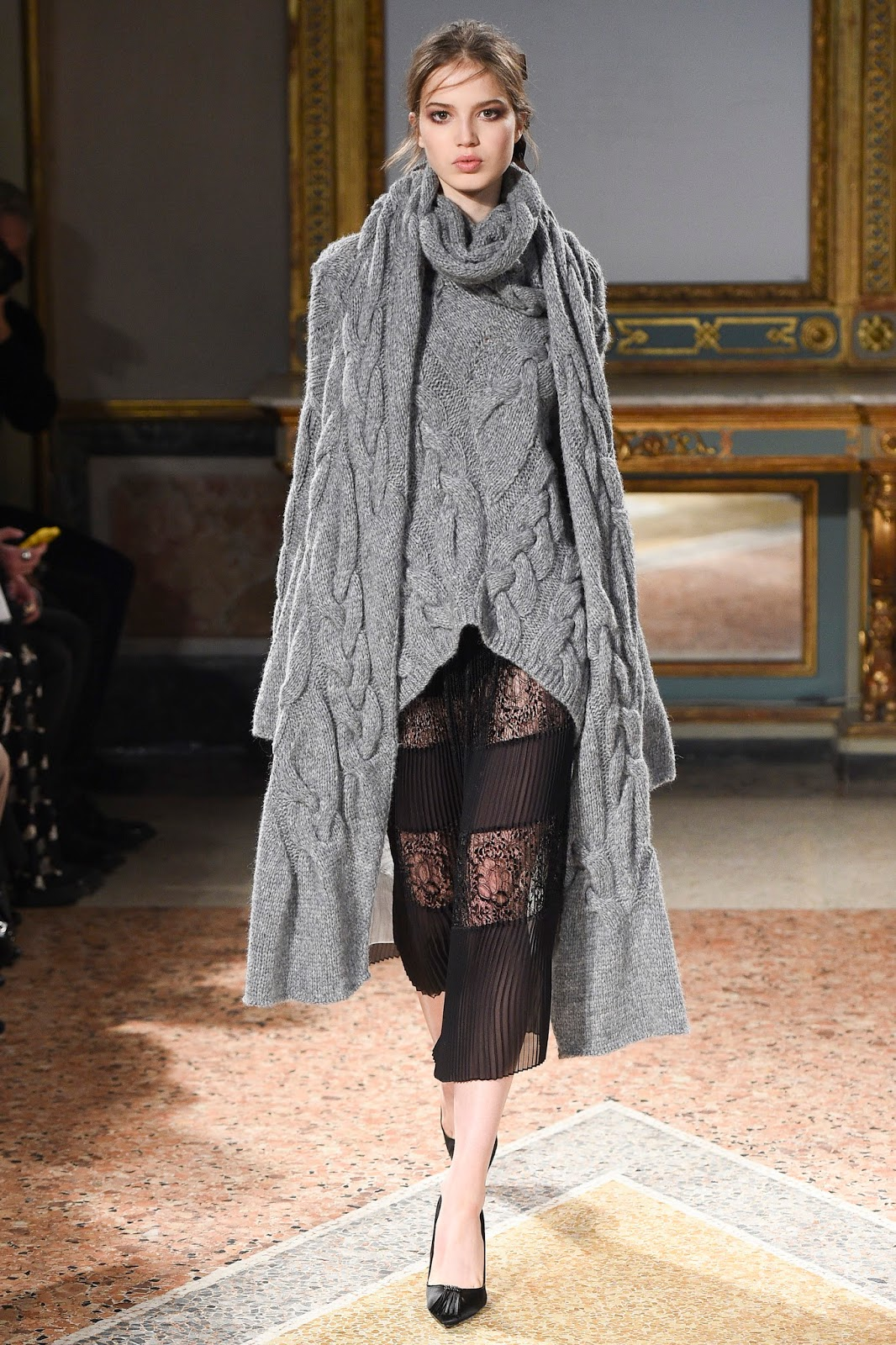 A new way to how to wear a scarf inspired by Fall/Winter 2016 collections - follow examples of Missoni, Bottega Veneta, Les Copains & Etro and embrace one of the autumn 2016 trends now. Via www.fashionedbylove.co.uk