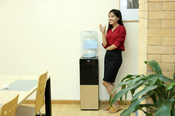Tổng quan về sản phẩm cây nước nóng lạnh FujiE WD1500C giá rẻ