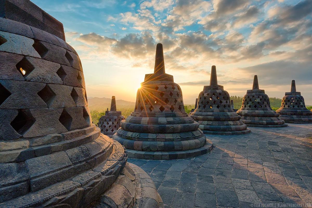 Teori Masuknya Agama Hindu, Budha, dan Islam ke Indonesia ...