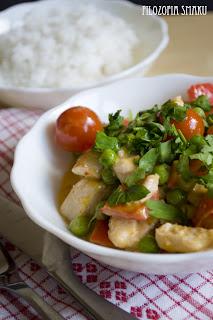 (Czerwone curry z kurczakiem