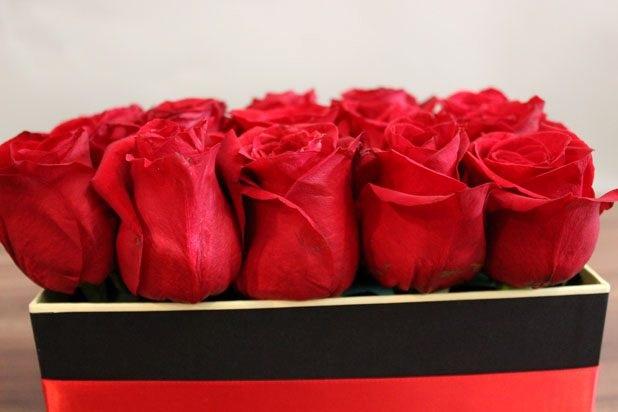 Bayan sevgiliye el yapımı romantik gül kutusu