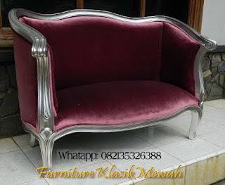 toko jati,jual furniture mebel klasik,sofa klasik,furniture klasik mewah,sofa klasik,sofa tamu klasik,sofa ruang tamu klasik