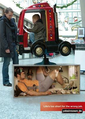 Anuncio ingeniosos en despachador de centro comercial
