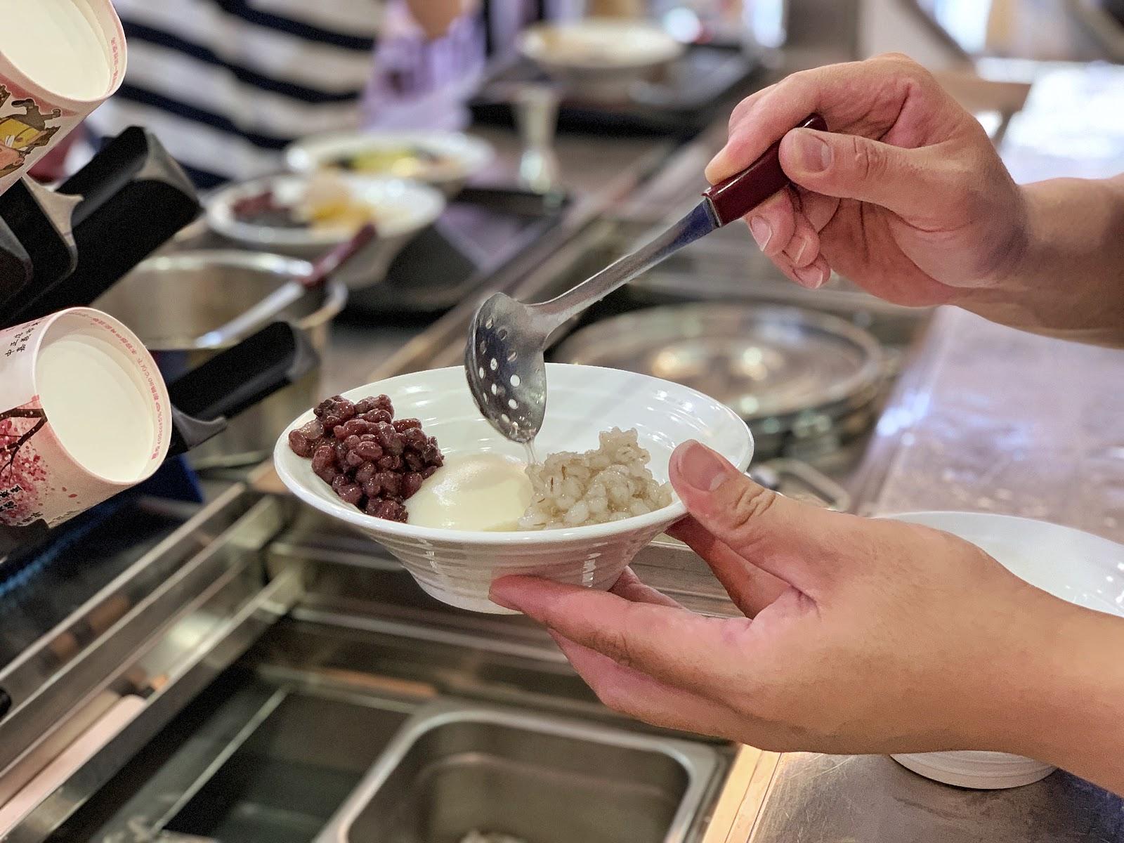 嘉義美食【嘉義品安豆漿豆花】小薏仁配料