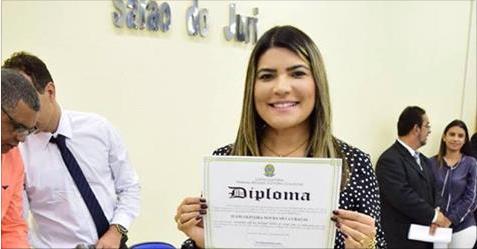 Justiça Eleitoral diploma Jeane Moura como primeira prefeita de Senador Rui Palmeira