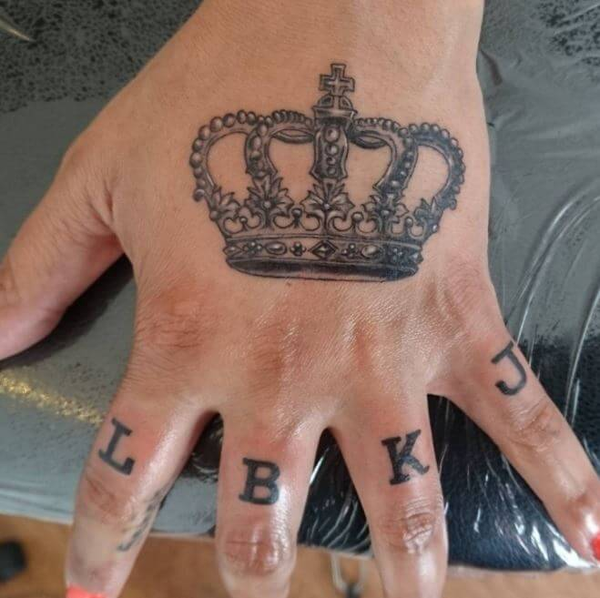 50 Best Crown Tattoos For Couples Singles Tattoosboygirl